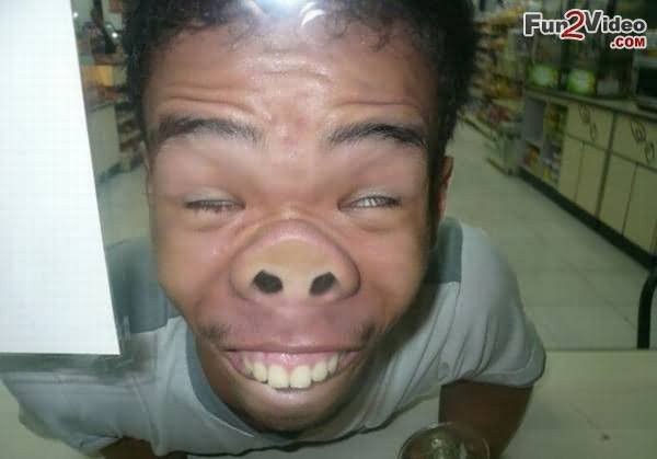 weird-people-stuff-things-funny-pics-Man-Making-Weird-Pig-Face-Funny-Picture